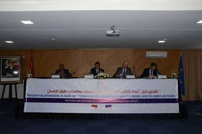 Mesa presidencial en el acto de presentación de la guía