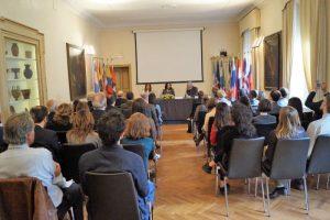 Asistentes en el acto de firma del convenio entre la FIIAPP y el IILA